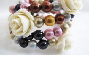 Small Roses Bracelet in Burberry Mix/White