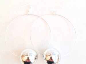 Viki Hoops in Silver Metallic
