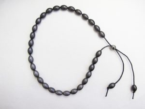 Short Olive Bead Necklace in Black